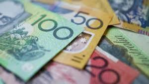 Cash is more popular than ever central bankers say (c) istock news com au