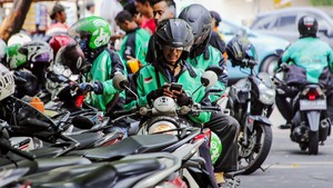Go Jek sparks an Indonesian banking revolution (c) Akira Kodaka Nikkei Asian Review